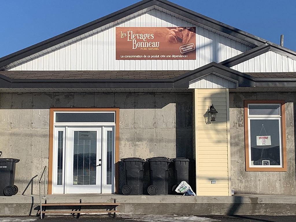 le comptoir de vente Les Élevages Bonneau à Saint-François-de-la-Rivière-du-Sud